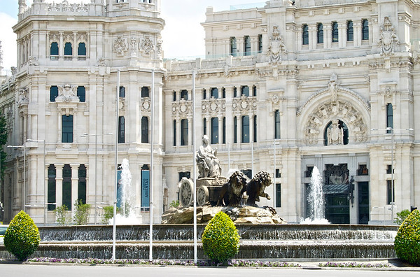 Cibeles Fountain and Palace